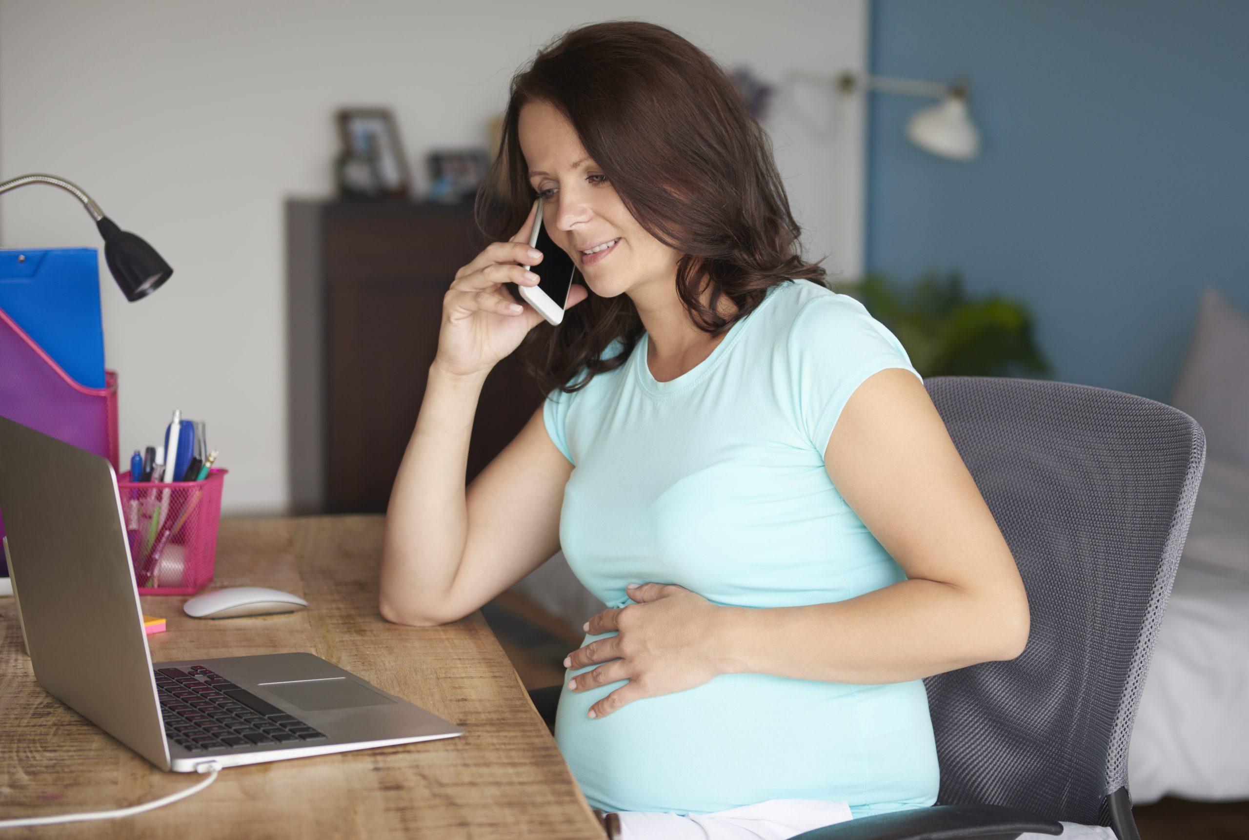 Lei determina o afastamento da empregada gestante do trabalho presencial